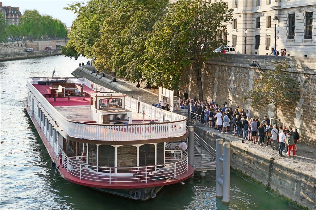 Paris au mois d'Aout